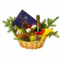 Корзина с продуктами «Gift basket Happy New Year!»